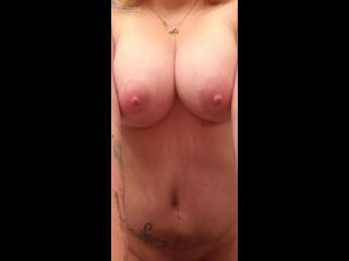Mein Mittelgrosser Busen Topless Hot Wife