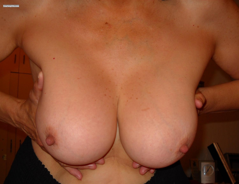 Hand Tits 92