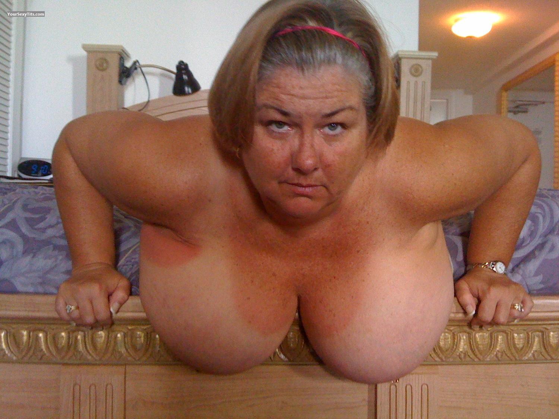 Смотреть порно как ебут старых шлюх 27 фотография